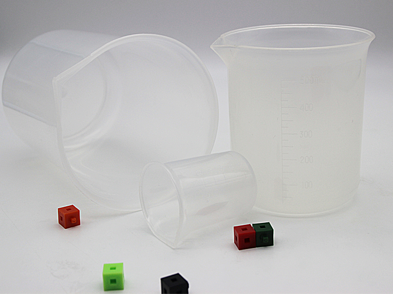 Plastic Beakers2